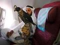"""中东""""土豪""""为12只老鹰买票乘飞机 旅客看呆(图)"""